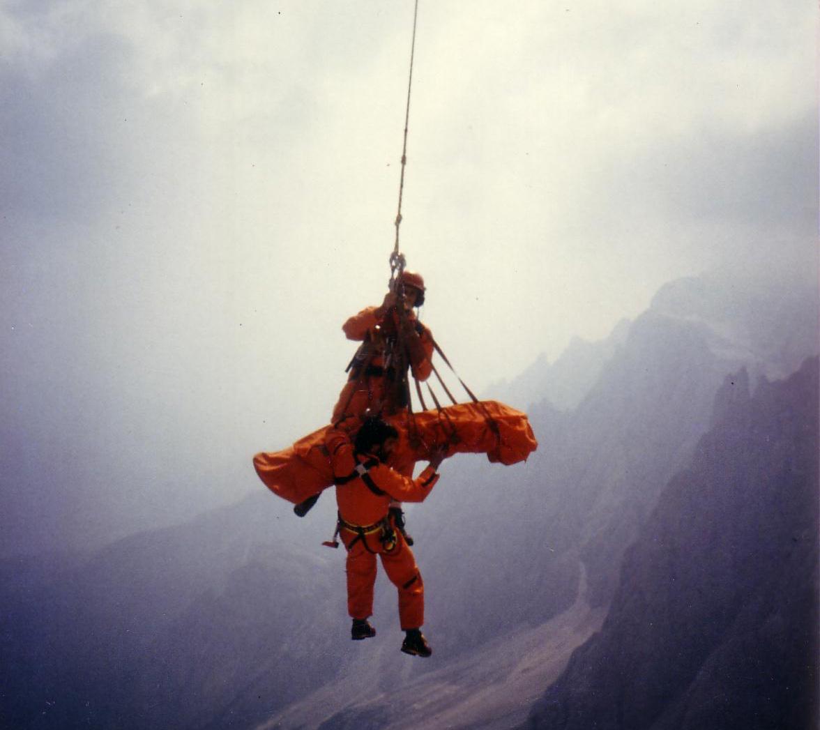 Recupero di un alpinista infortunato in parete