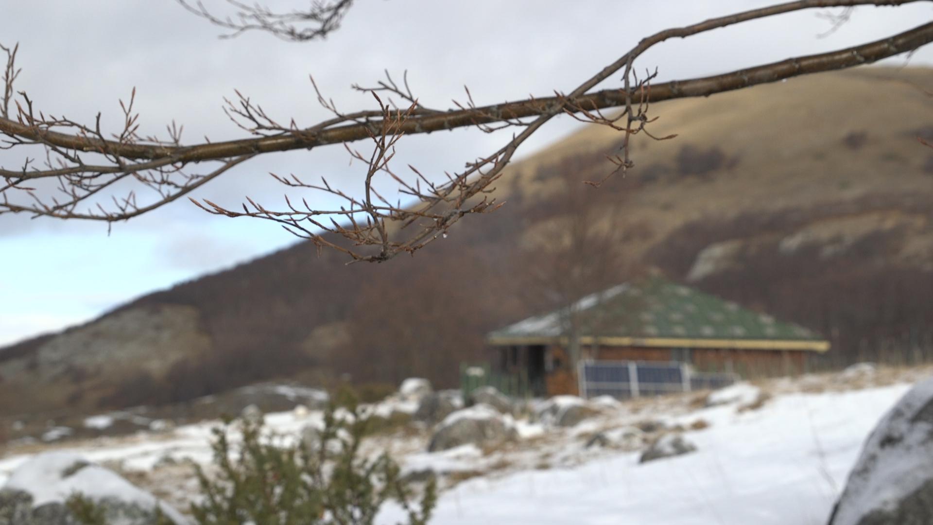 Il rifugio La Cicerana immerso nella sua valle