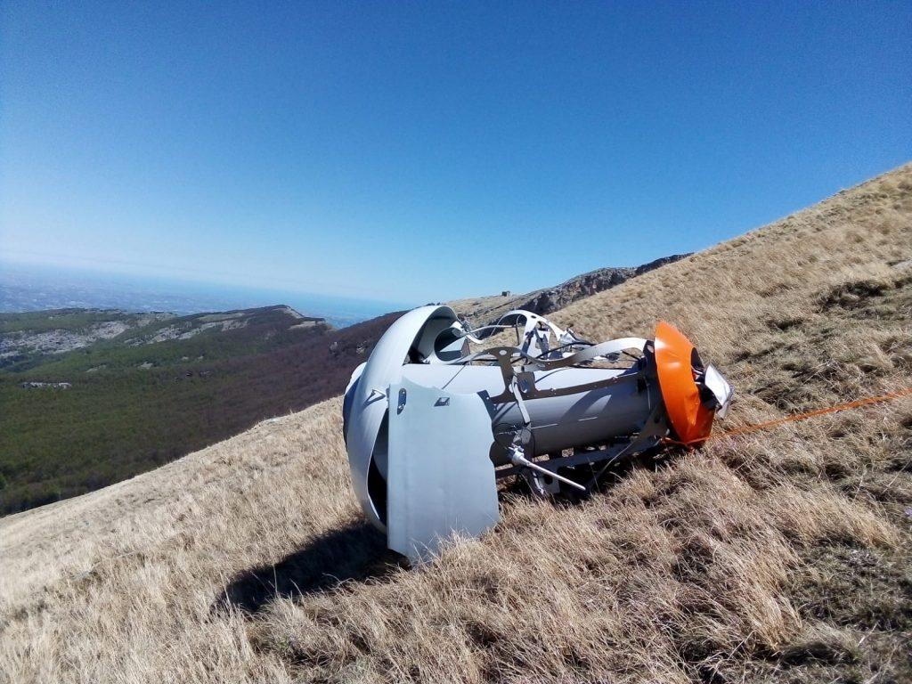 Una delle campane del sistema O'bellX danneggiate dalla valanga. Foto di Pasquale Iannetti